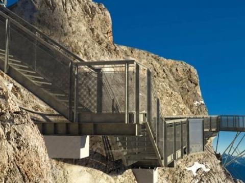 Dachstein - Skywalk, vyhlídka, visutý most a schody do prázdna
